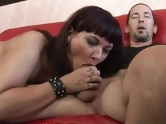 Luscious Carrie Ann wraps their way lips around a Cyclopean dick