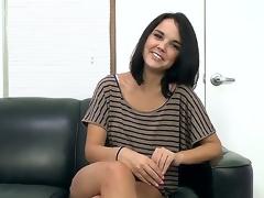 Brunette Dillion Harper likes tremendous headjob