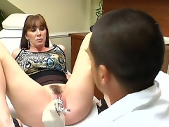 Ray Veness likes having her bones seem to be fucking her pussy previous to hardcore fucking