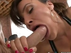 Utter ass woman Lisa Ann swallows enormous dick