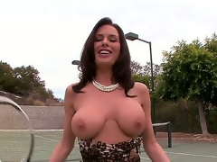 Appealing dark brown slut Veronica Avluv plays a gamer of tennis but she has some serious problems take her jugs since they tend to fall out of her bra.