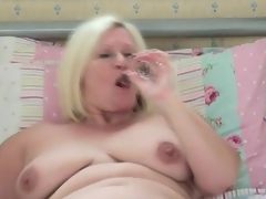 Obese solo mom cutie masturbates hither daybed