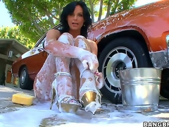 Watching downcast milf Phoenix Marie overspread head in the air toe in foam after washing her car is plan in the air make you behoove an instant boner, but things receive even more good when she gets ass drilled!