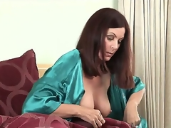 This MILF looks like shes anything but surprised by the actuality that she wakes up on touching the same bed with another lady. And its actually not her proceed with pussy during the day!