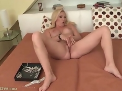 Large titty blonde milf masturbates their way sexy gap