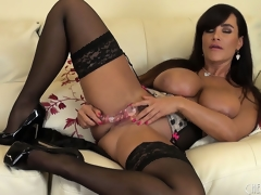The queen of all milfs Lisa Ann plays dirty with her intimate holes