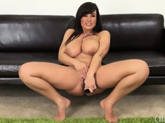 Voluptuous Milf Lisa Ann diddles and shows gone her very fine conclave
