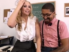 Hawt tow-haired teacher Julia Ann seduces their way student close by order to fulfill their way using