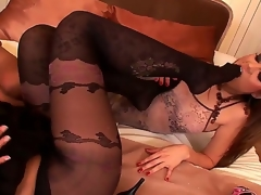 Brunette Eve Angel with bubbly bottom together with hairless beaver together with Kyla Fox open their paws fingertips wide for each other together with have a fun pussy licking