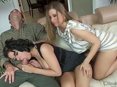 Brittney Banxxx is such a cutie, itsy-bitsy wonder Devon Lee and her husband Randy Spears bloodthirsty for her. That babe hooks back with the hot get hitched who teaches her how to suck her husbands cock!