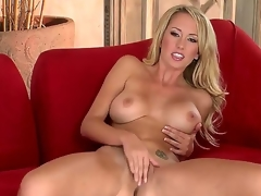 Brett Rossi goes out all to satisfy the crew as well as u in this outrageously hot solo scene. On a side note, what luscious legs! With the addition of who knew she was so flexible Wow!