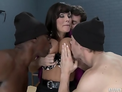 Erik Everhard,James Deen,Lisa Ann together with Sean Michaels with dangerous minds with dangerous dicks. Sexy MILF teacher with broad in the beam tits gets a great gang bang with prison. With double penetration together with fantastic blow jobs. This is one hos scene.