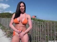 Hot milf Kendra Lust on every side orange bikini absent from