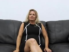 Curvy second-rate milf masturbates on casting couch