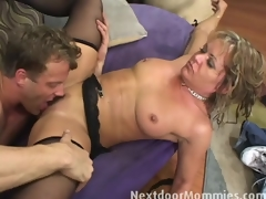Kelly receives fucked by the brush stepson