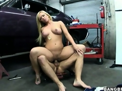 Glamorous blonde with great tits needs a specific service from the mechanic