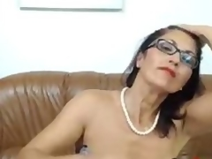 Hawt Mature babe dildos ass and rubs her pussy